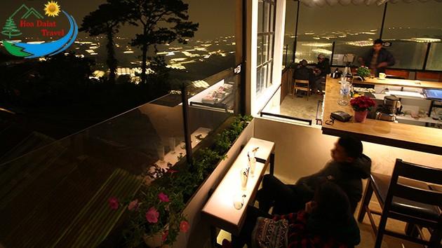 Cafe ngắm thung lũng đèn Đà Lạt