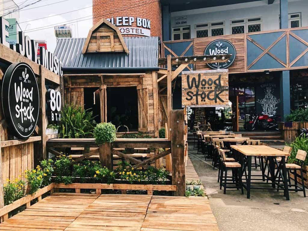 Quán cafe Woodstock