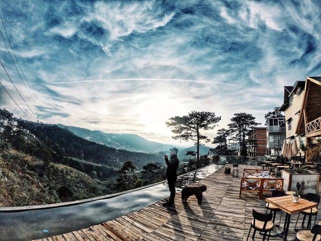 Quán cafe view rừng thông Đà Lạt